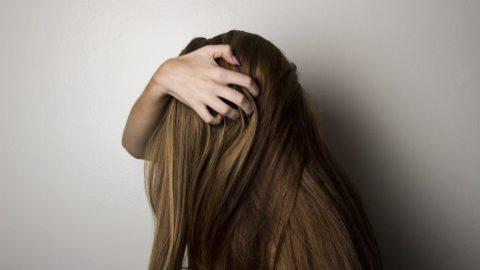 Por que a quimioterapia faz o cabelo cair?